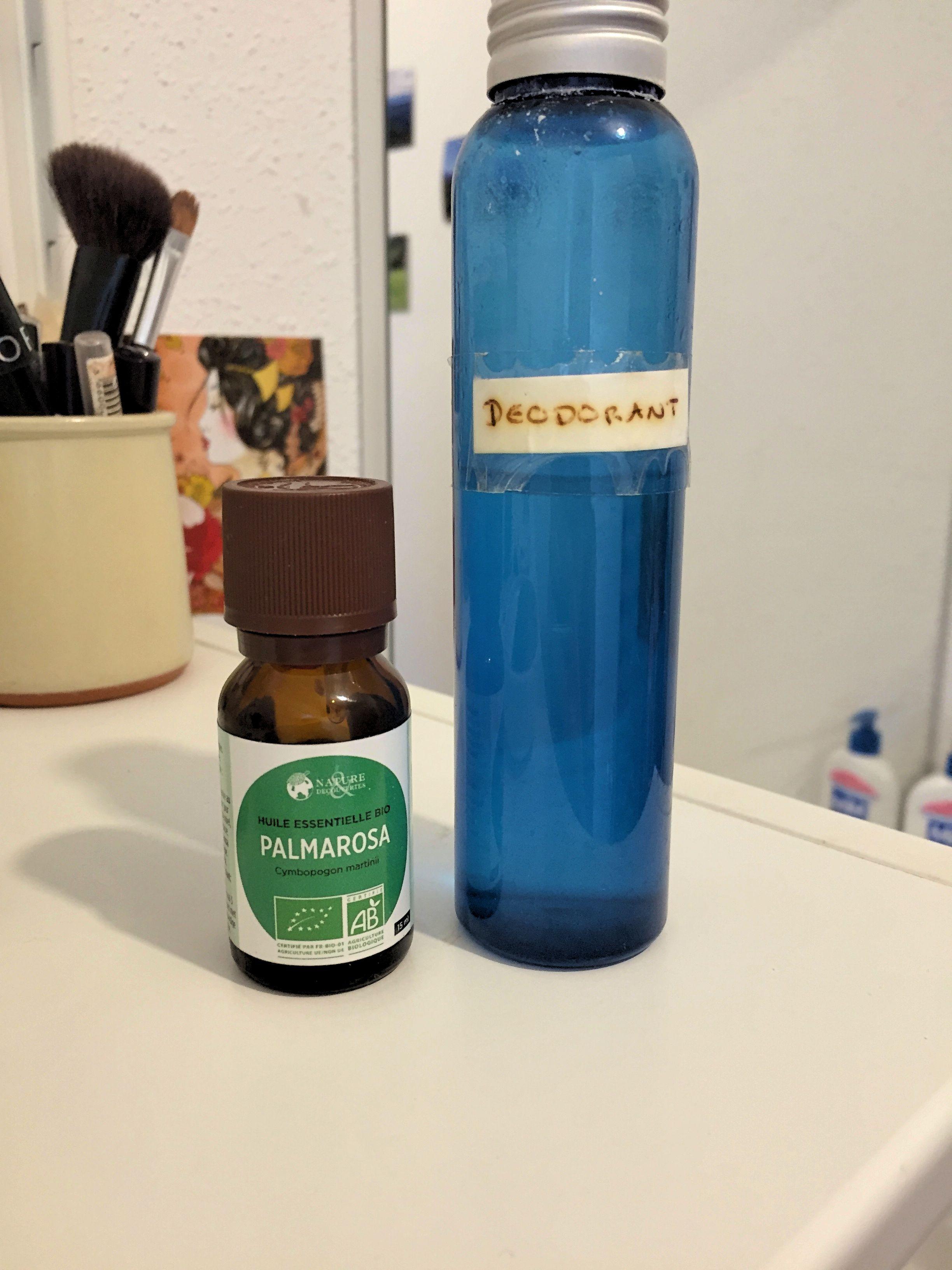 Pour remplacer le déodorant classique, Amandine et son compagnon utilisent de l'huile essentiel de Palmarosa. (Photo EB - Les Défricheurs)
