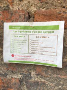 Une petite fiche, éditée par la Ville de Strasbourg, rappelle aux adhérents de L'Arrosoir les éléments essentiels à tout bon compost. (Photo EB - Les Défricheurs)